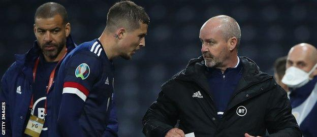 Lyndon Dykes gets guidance from Scotland boss Steve Clarke