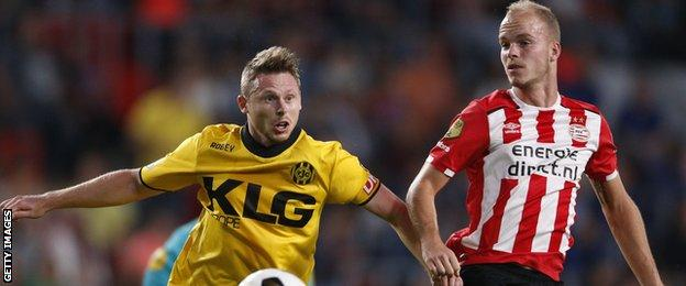 Simon Church (L) of Roda JC and Jorrit Hendrix of PSV Eindhoven during the first round Dutch Cup match on September 21, 2016 in Eindhoven