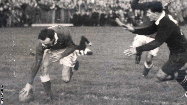 Ken Jones scores Wales' winning try against New Zealand in 1953