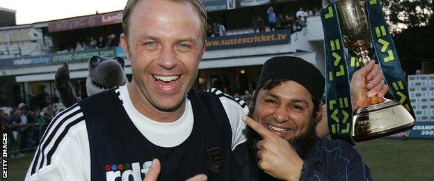 Chris Adams and Mushtaq Ahmed