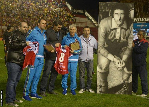 Jose Pekerman receives a special presentation from Argentinos Juniors before a match against Costa Rica