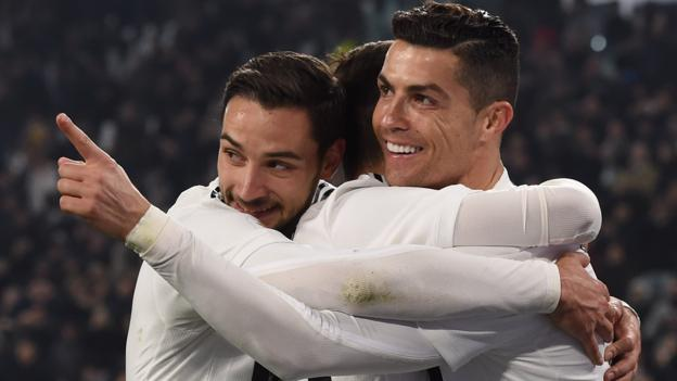 Juventus 3-0 Frosinone: Cristiano Ronaldo scores as Juve go 14 points clear thumbnail