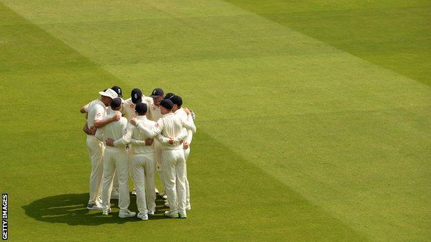 England huddle