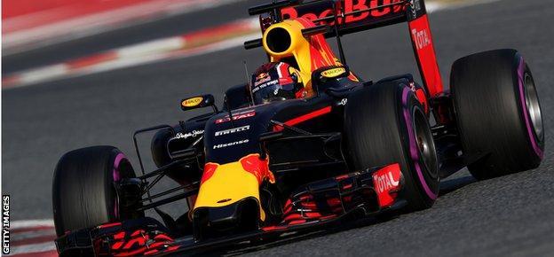 Red Bull using ultra soft Pirelli tyre