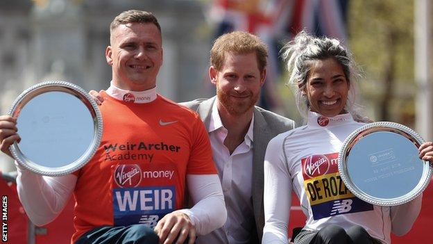 The 2018 winners David Weir and Madison de Rozario with Prince Harry