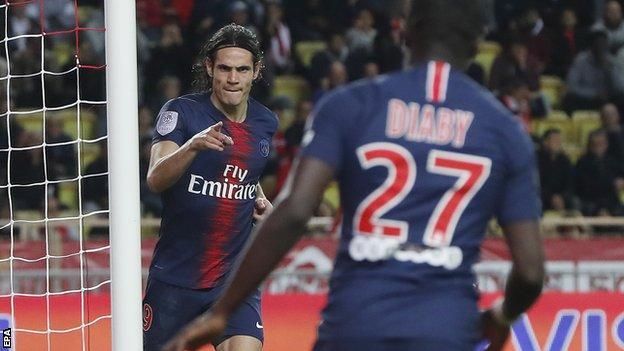 Edinson Cavani celebrates scoring against Monaco