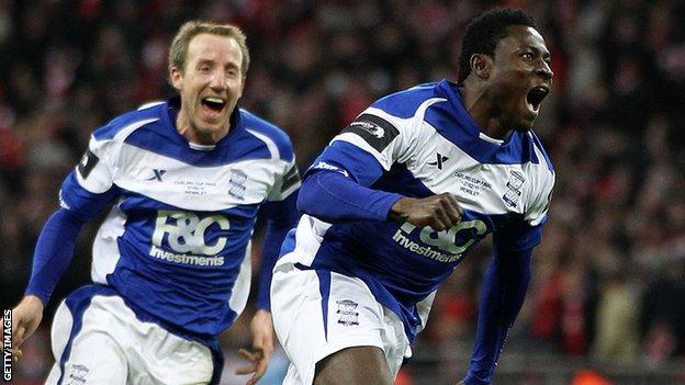 Obafemi Martins scores the winning goal in the 2011 League Cup final