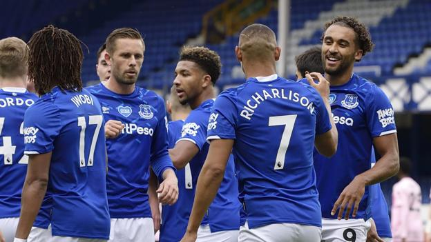 Everton 2-1 Leicester: Hosts enhance European hopes with victory thumbnail