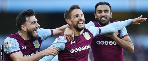 Aston Villa celebrate Conor Hourihane's goal