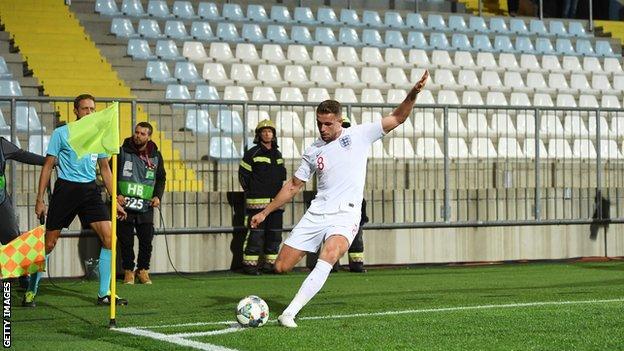 Jordan Henderson takes a corner against Croatia