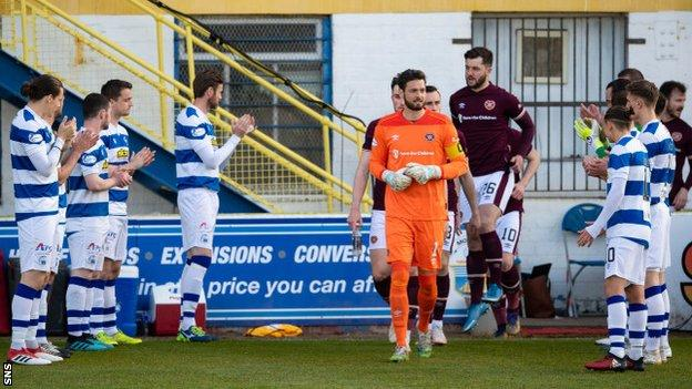 Greenock Morton players give their Hearts counterparts a guard of honour