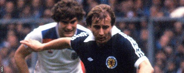 Asa Hartford in action for Scotland against England