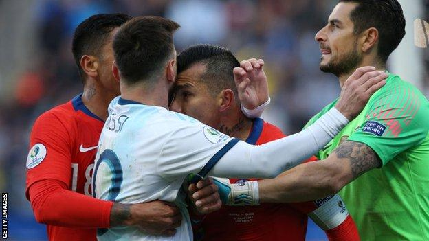 Argentina 2 1 Chile Messi Gets First Red Card In 14 Years As Argentina Win Bbc Sport