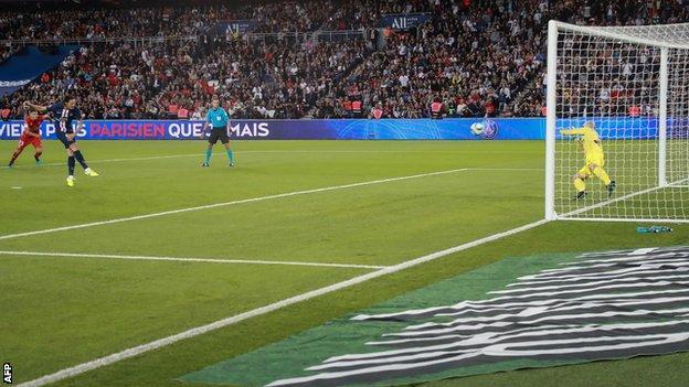 Paris St Germain beat Nimes 3-0