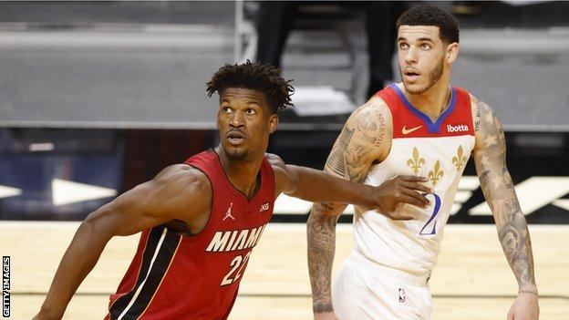 Miami Heat yıldızı Jimmy Butler ve New Orleans Pelicans, Lonzo Ball'u koruyor