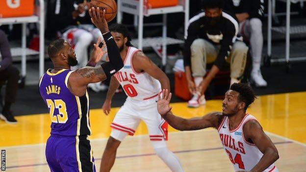 NBA: LA Lakers edge win over Chicago Bulls, Warriors beat Clippers thumbnail