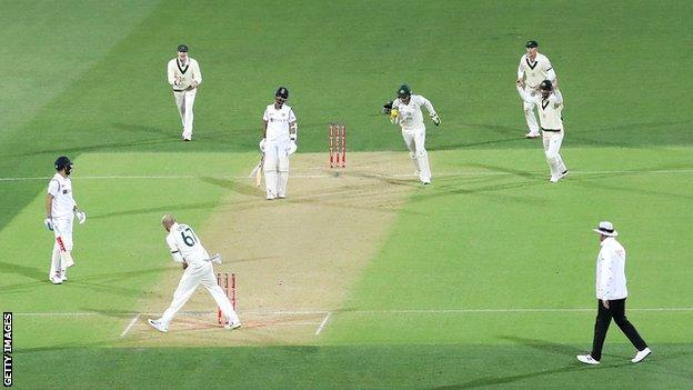 Kohli run out in first Test