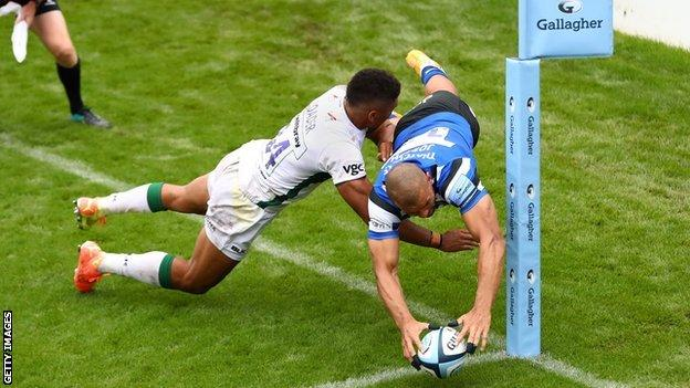 Jonathan Joseph scores an acrobatic try for Bath