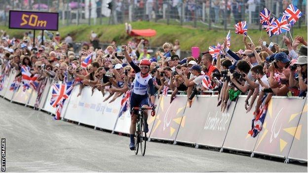 Sarah Storey celebrates winning the 2012 London Road Race