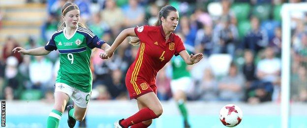 Northern Ireland's Emily Wilson tries to keep pace with Spain's Andrea Sierra