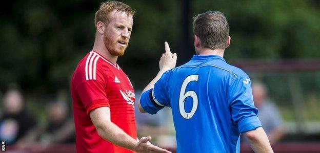 Adam Rooney and St Johnstone's Tam Scobbie