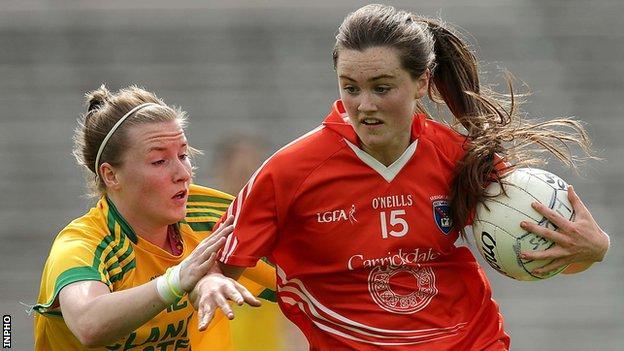Donegal's Niamh McLaughlin battles with Armagh's Aimee Mackin
