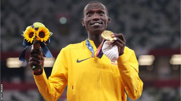 Uganda's Joshua Cheptegei with his 5,0000m Olympic gold medal at the Tokyo Games