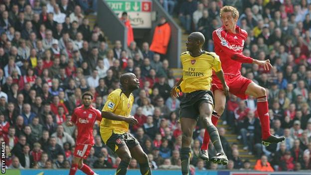 Peter Crouch scores second goal against Arsenal