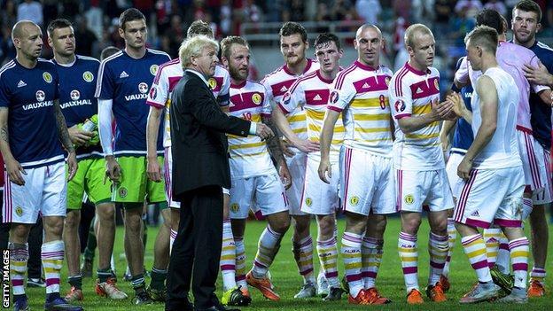 Scotland manager Gordon Strachan congratulates his players in Portugal