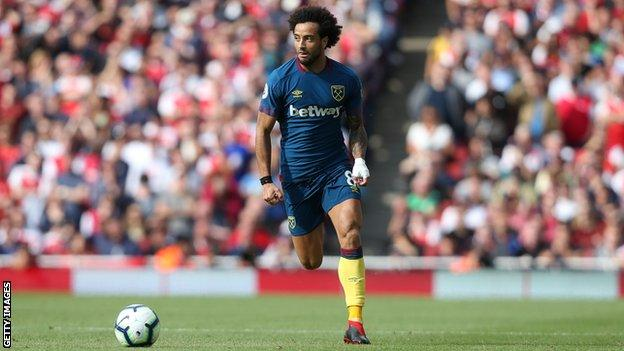 Felipe Anderson of West Ham runs with the ball against Arsenal