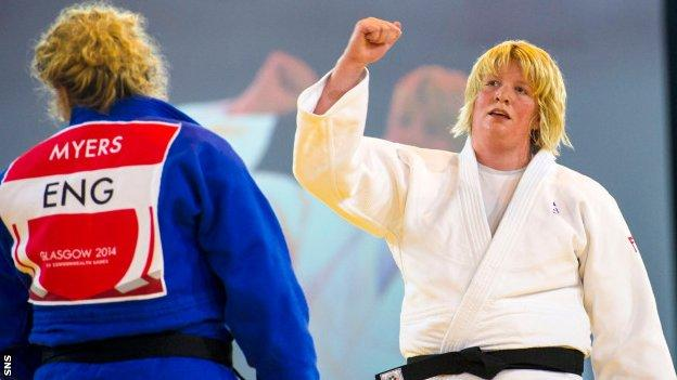 Sarah Adlington (right) wins gold at the 2014 Commonwealth Games