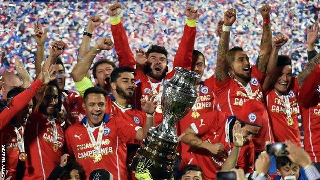 Chile's players celebrate winning the 2015 Copa America