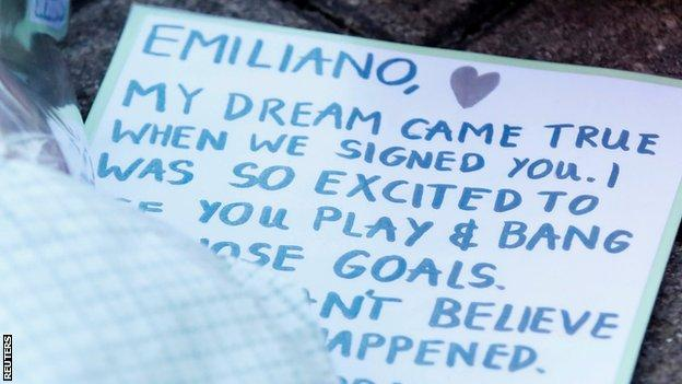 Some fans placed messages or poems for Sala