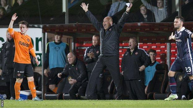 Dundee United manager Mixu Paatelainen remonstrates from the sidelines