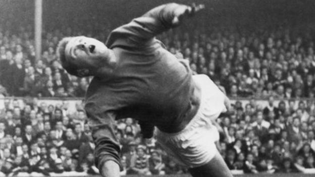 Harry Gregg: Munich hero dies aged 87