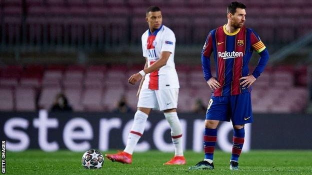 Lionel Messi looks dejected against PSG