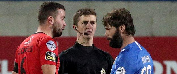 Glenavon boss Gary Hamilton (right) started a league game for the first time since February