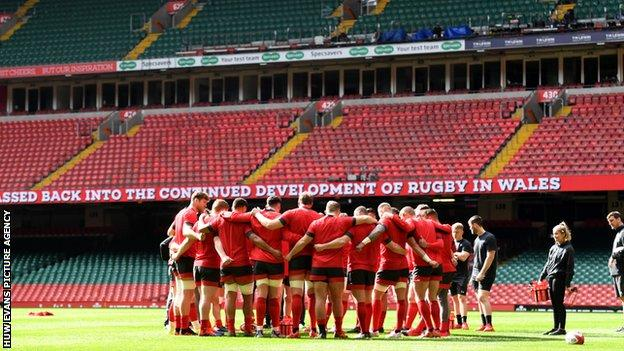 Wales players in huddle before training ahead of Scotland match which was postponed in March 2020