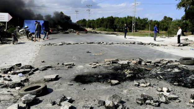 Chebba fans burn tires and block the road into their city in protest at the team's suspension - October 2020