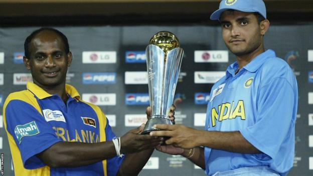 Sanath Jayasuriya of Sri Lanka and Sourav Ganguly of India with the trophy
