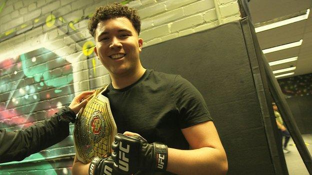 stood with Molly's featherweight championship