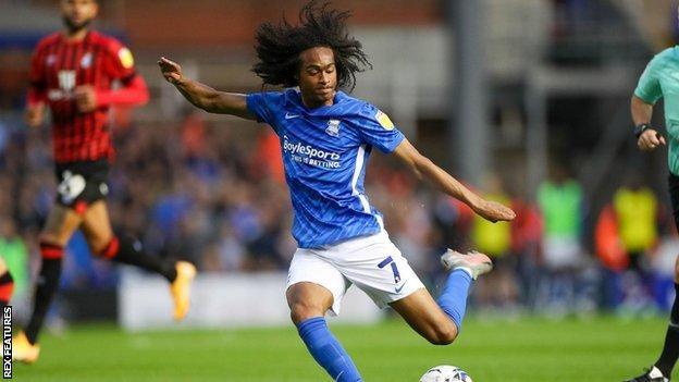 Tahith Chong, cedido, era el mejor jugador del Birmingham City antes del descanso