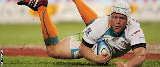 WP Nel scores a try for Cheetahs against Brumbies in 2011