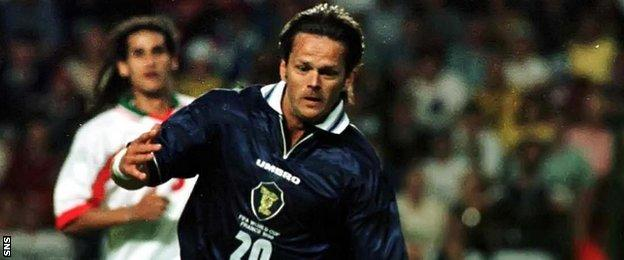 Scott Booth playing for Scotland in 1998