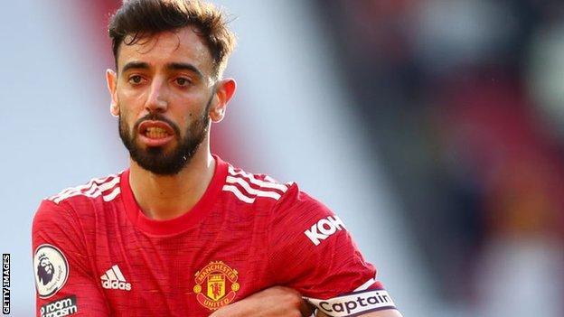 Manchester United midfielder Bruno Fern andes
