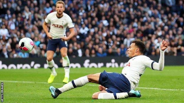 Tottenham 1 1 Watford Dele Alli Saves Spurs Amid Var Confusion Bbc Sport
