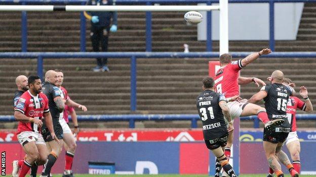 Gareth O'Brien kicks a drop-goal