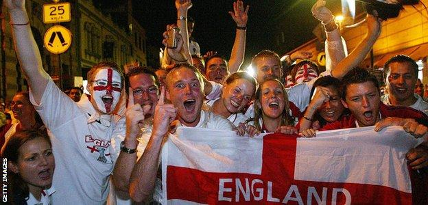 England supporters in Sydney before the 2003 World Cup final against hosts Australia