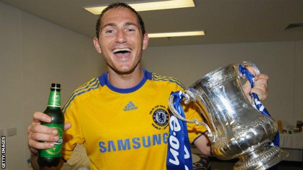 Frank Lampard celebrates Chelsea's victory over Everton in the 2009 FA Cup final