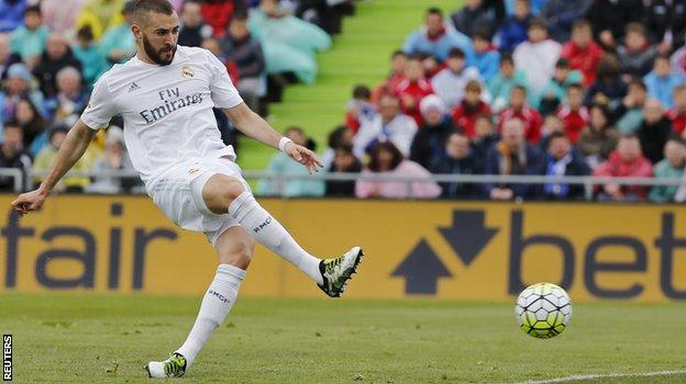 Karim Benzema scoring for Real Madrid